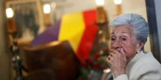 Ascension Mendieta, daughter of Timoteo Mendieta, who was shot in 1939 by forces of dictator Francisco Franco, attends the funeral of her father in Madrid