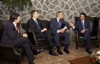 800px-Bush,_Barroso,_Blair,_Aznar_at_Azores