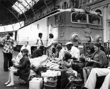 familia-viajeros-del-tren-estacion-franca-1270882596514